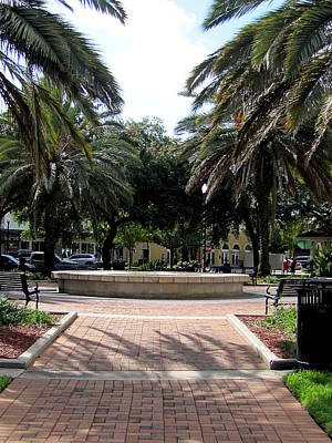 Photograph - Winter Haven City Park Fountain 000 by Chris Mercer