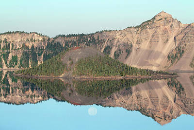 Photograph - Wizard Island And Rising Moon, Crater Lake Np, Oregon by Robert Mutch
