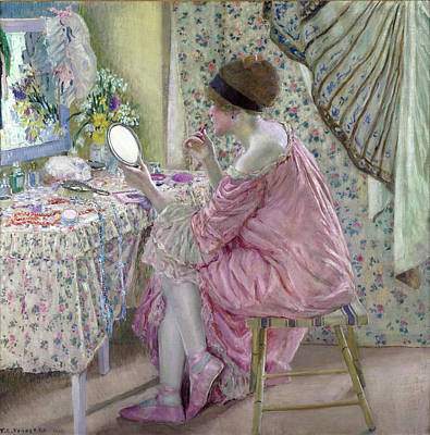 Cotton Muslin Painting - Woman Applying Makeup by Frederick Carl Frieseke