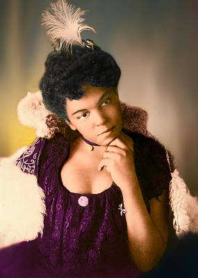 Photograph - Woman In Purple by Maria Coulson