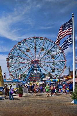 Photograph - Wonder Wheel In Coney Island New York by David Smith