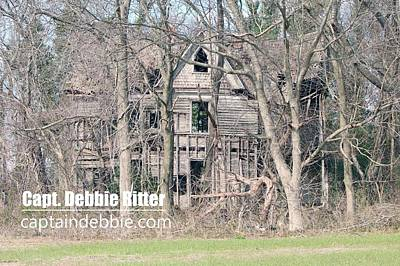Photograph - Wooden Victorian 1970 by Captain Debbie Ritter