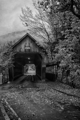 Photograph - Woodstock Middle Covered Bridge by Jeff Folger