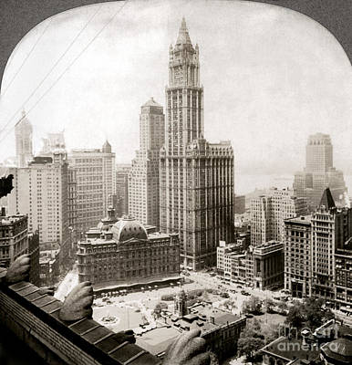 Woolworth Building, 1920s Art Print by Granger