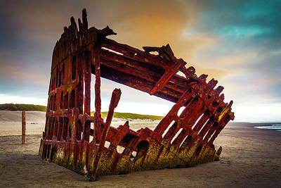 Peter Iredale Photograph - Worn Rusting Shipwreck by Garry Gay
