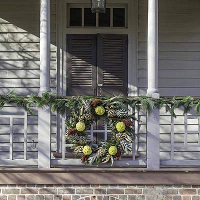 Carter House Photograph - Wreath At Robert Carter House by Teresa Mucha
