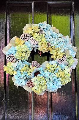 Winter Animals - Wreath of Savannah by Linda Covino