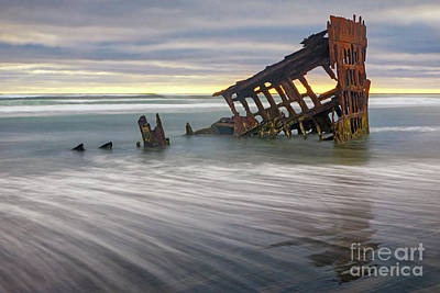Peter Iredale Photograph - Wreck Of Peter Iredale by Jerry Fornarotto