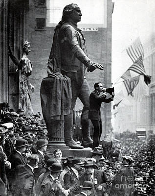 War Relief Photograph - Wwi, Douglas Fairbanks Aids 3rd Liberty by Science Source