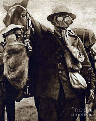 Infantryman Photograph - Wwi, Gas Masks On British Soldier by Science Source