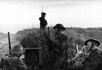 Photograph - Wwii Polish Soldiers On English Coast by Historic Image