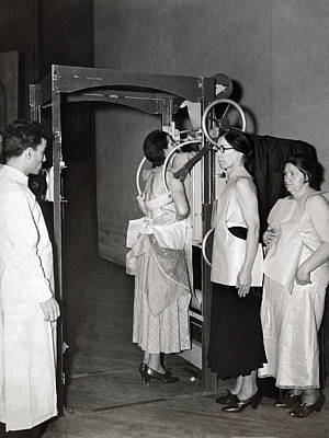 Healthcare And Medicine Photograph - X-rays Look For Tuberculosis by Underwood Archives