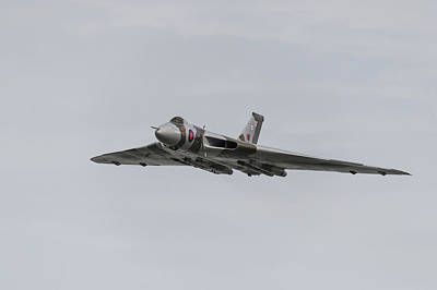 Photograph - Xh558 Heading In by Gary Eason