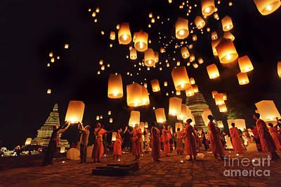 Oil Lamp Photograph - Yeepeng by Buchachon Petthanya