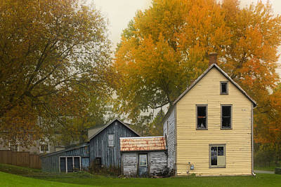Photograph - Yellow Huse On Sydenham by Jim Vance