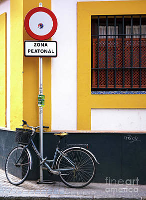 Photograph - Zona Peatonal by John Rizzuto