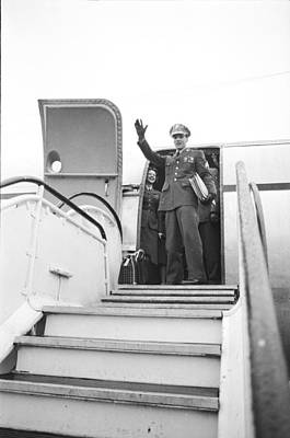 Photograph - Elvis Leaves Germany by James Whitmore