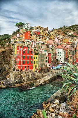 Photograph - Riomaggiore Cinque Terre  by Wayne Moran