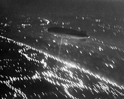Photograph - The Hindenburg Dirigible Over New York by New York Daily News Archive