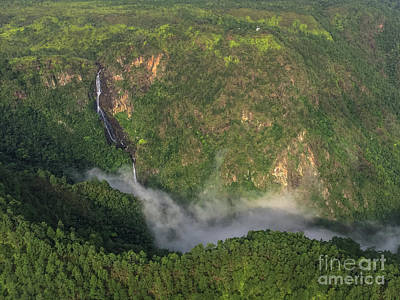 Transportation Royalty-Free and Rights-Managed Images - 1,000 Foot Falls by Astrum Helicopters