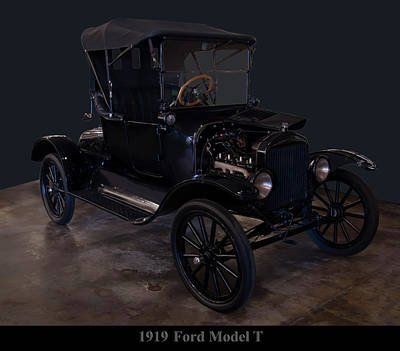 Photograph - 1919 Ford Model T by Chris Flees