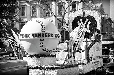 Photograph - 1996 Yankees World Series Parade Float New York City by John Rizzuto