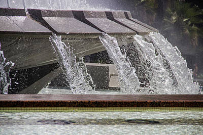 Wall Art - Photograph - Arthur J. Will Memorial Fountain At Grand Park by Roslyn Wilkins