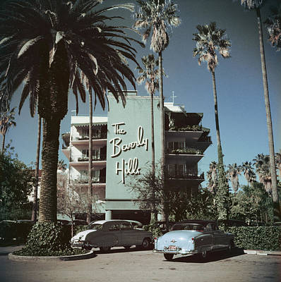 People Photograph - Beverly Hills Hotel by Slim Aarons