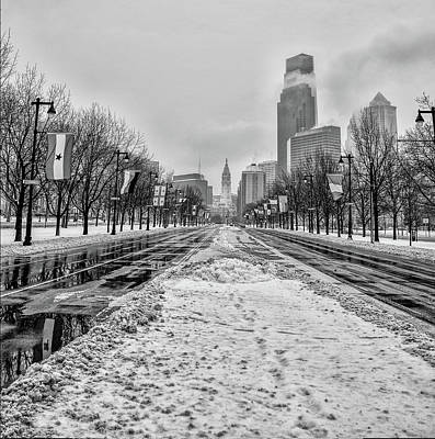 Photograph - Black And White Philadelphia - Benjamin Franklin Parkway by Bill Cannon