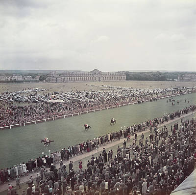 Spectators Wall Art - Photograph - Chantilly Racecourse by Slim Aarons