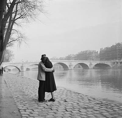 Photograph - Romantic Paris by Fred Van Schagen