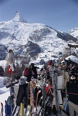 Photograph - Zermatt Skiing by Slim Aarons