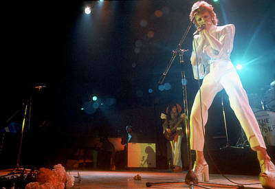Performance Photograph - Ziggy Stardust Era Bowie In La by Michael Ochs Archives