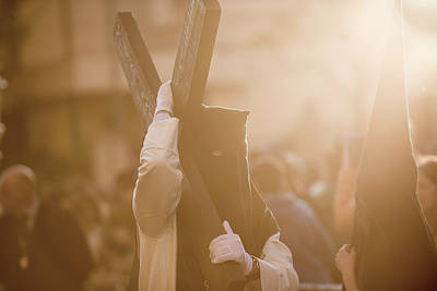 Semana Santa Wall Art - Photograph - The Venerable Brotherhood And Fraternity Of Penitents Of Our Lord Jesus Of Humility At His Arrest And Our Lady Of The Sweetest Name And Hope In Caceres by Esteban Martinena Guerrero