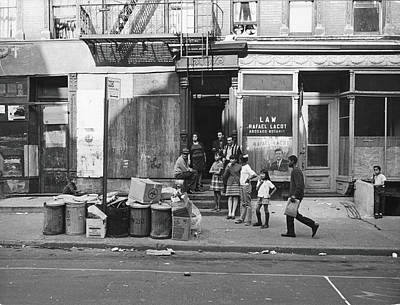 Photograph - 625 East Fifth Street, 1967 by Fred W. McDarrah