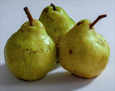 Photograph - A Pear Trio by Robert Ullmann