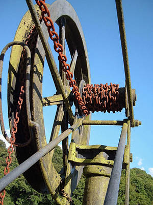 Photograph - Abandoned Hoist At Cotehele Quay Cornwall by Richard Brookes