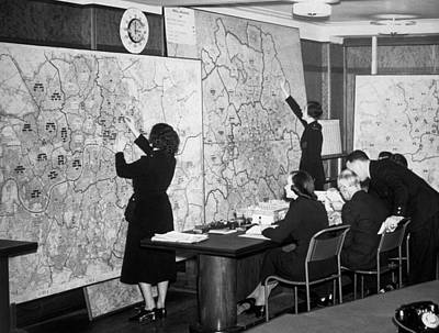 Photograph - Air Raid Control Room by Fox Photos