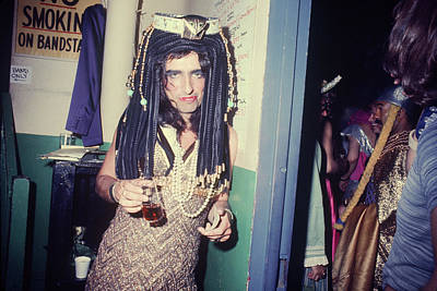 Photograph - Alice Cooper Dressed As Cleopatra by Art Zelin