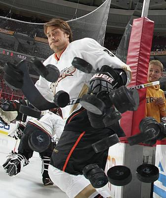 Photograph - Anaheim Ducks V Philadelphia Flyers by Bruce Bennett