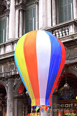 Photograph - Ballon Colors At The Carnevale Di Venezia 2009 by John Rizzuto