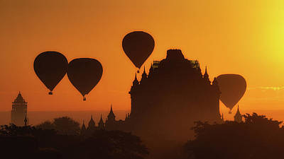 Photograph - Balloons Over Began At Sunrise by Chris Lord