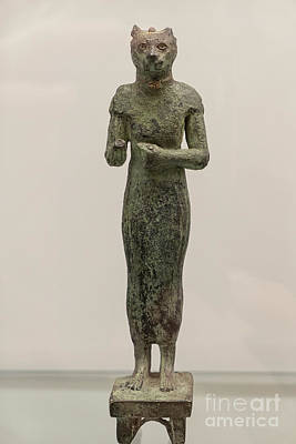 Studio Graphika Literature - Bastet, Egyptian cat goddess in bronze by Patricia Hofmeester