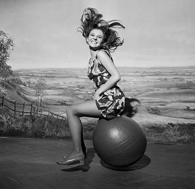 Photograph - Bouncing Babe by Potter