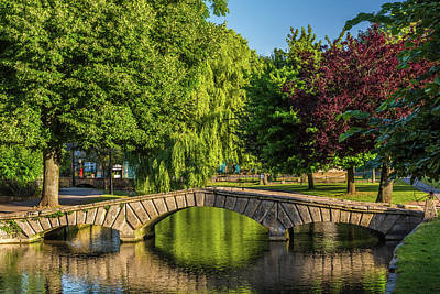 Bourton-on-the-water, Gloucestershire Art Print by David Ross
