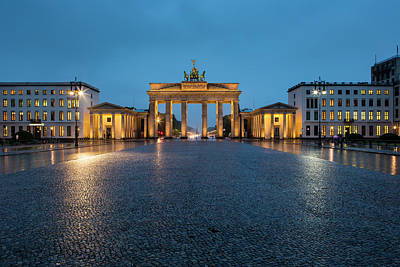 Photograph - Brandenburg Gate At Dusk by Richard I'anson