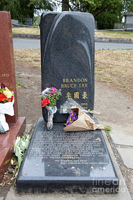 Photograph - Brandon Bruce Lee Grave Site In Seattle Washington R1564 by Wingsdomain Art and Photography