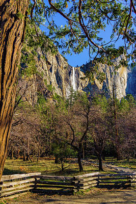 Wall Art - Photograph - Bridalveil Fall With Wooden Fence by Roslyn Wilkins