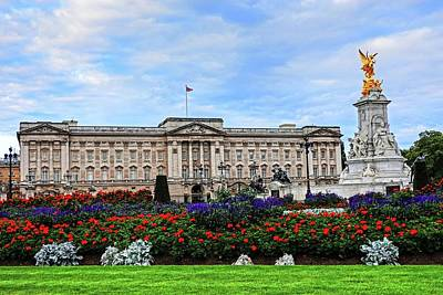 Photograph - Buckingham Palace London Uk United Kingdom Garden by Toby McGuire