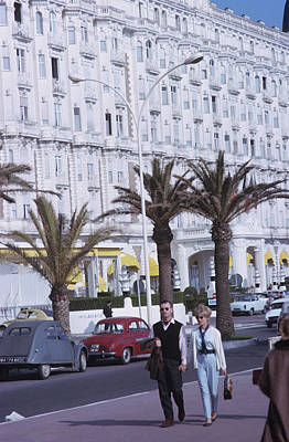 Two People Photograph - Cannes by Slim Aarons